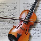 Un petit violon traditionnel Images stock
