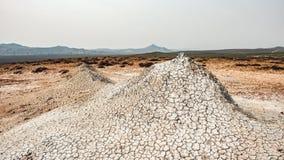 Un petit volcan de boue photo stock