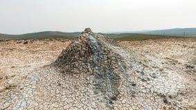 Un petit volcan de boue photos stock