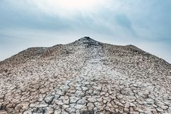 Un petit volcan de boue photo libre de droits
