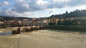 Un peu de soleil au-dessus de la rivière de l'Arno Photos libres de droits