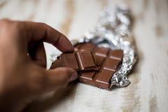 Un pezzo di cioccolato organico fotografie stock