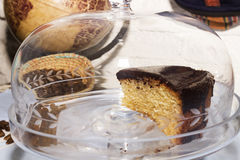 Un pezzo di torta del cioccolato immagine stock