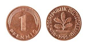 Un pfennig 1995, Germania Oggetto isolato su una priorità bassa bianca fotografia stock libera da diritti