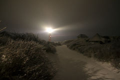 Un phare la nuit Images stock