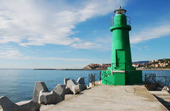 Un phare vert Photographie stock libre de droits