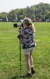 Un photographe féminin image stock