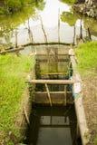 un piège en bambou de poissons images stock