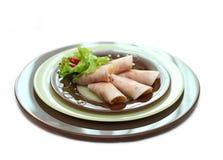 Un piatto con i rotoli del prosciutto Fotografia Stock Libera da Diritti