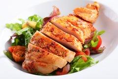 Un piatto del petto di pollo Fotografia Stock Libera da Diritti