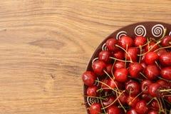 Un piatto delle ciliege Fotografie Stock Libere da Diritti