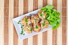 Un piatto di grande calamaro dell'involucro della farina della griglia 6 nello stile giapponese Immagine Stock