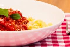 Un piatto di pasta pronto da mangiare Immagini Stock Libere da Diritti