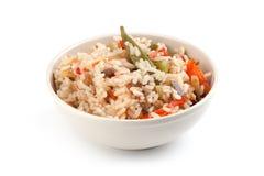 Un piatto di riso con le verdure Fotografie Stock