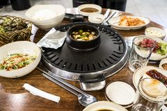 Un piatto di torrefazione al ristorante coreano in Corea fotografia stock