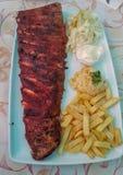 Un piatto saporito con le costole di carne di maiale fotografie stock libere da diritti