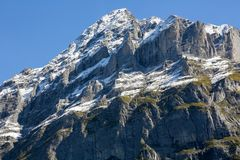 Un picco di montagna nelle alpi svizzere Immagine Stock