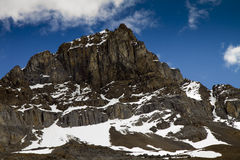Picco di montagna rocciosa immagini stock