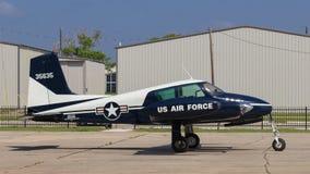 Un piccolo aereo gemellato del motore dell'elica Fotografie Stock