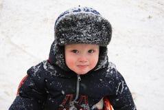 Un piccolo bambino in inverno Fotografia Stock