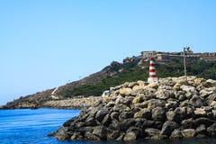 Un piccolo faro nel porto di La Valletta della La Fotografia Stock