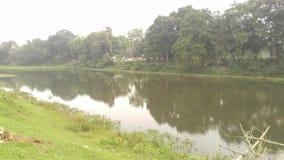 Un piccolo fiume del villaggio immagini stock