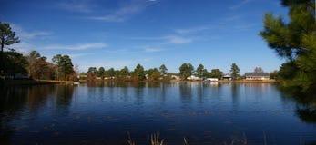 Un piccolo lago Immagine Stock