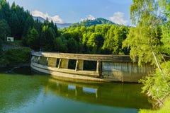 Un piccolo lago della montagna nelle montagne Immagine Stock Libera da Diritti