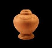 Un piccolo vaso di legno con il coperchio Fotografia Stock
