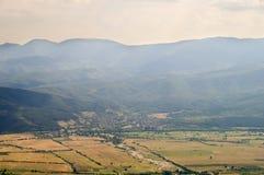 Un piccolo villaggio al piede dei Balcani in Bulgaria Immagine Stock Libera da Diritti