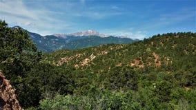 Un pico en el valle imagenes de archivo