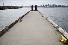 Pilastro di galleggiamento alla banchina del lonsdale Immagine Stock Libera da Diritti