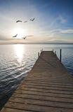 Un pilastro sul lago Immagine Stock