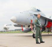 Un piloto en el salón aeroespacial internacional MAKS-2013 Fotos de archivo
