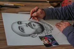 Un pintor que está dibujando imágenes Imagen de archivo libre de regalías