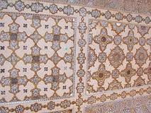 Un plafond ornementé dans le palais de miroir, Amer Palace, Jaipur, Ràjasthàn, Inde Images libres de droits