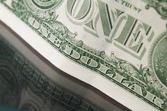 Un plan rapproché de billet d'un dollar Images stock