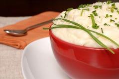 Un plan rapproché de purée de pommes de terre crémeuse photo stock