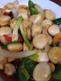 Un plat avec la coquille, fruits de mer thaïlandais Photo libre de droits