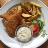 Un plat avec la nourriture Images libres de droits