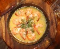 Un plat de crevette en sauce à crème et à ail photographie stock