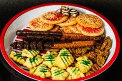 Un plat de fête des biscuits de vacances Photographie stock libre de droits