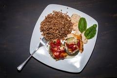Un plat de gruau et de boulettes de viande Photo libre de droits