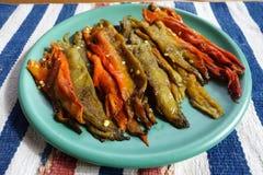Un plat de piment vert d'un plat vert Images stock