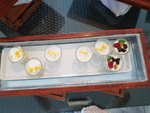 Un plat de tasse healty de yaourt Photographie stock libre de droits