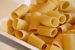 Un plat des macaronis Image libre de droits