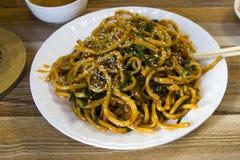 Un plat des nouilles chinoises Images stock