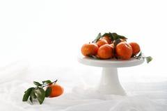 Un plat des oranges Photo stock