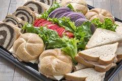 Un plateau des sandwichs à dinde Photographie stock libre de droits