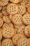 Un plateau des tartes de pomme dans les criss croisent la pâtisserie Images libres de droits